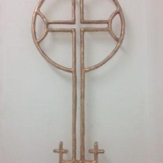 Reconstructie in brons van kruis in grafsteen op deze plek. oplage 5. nummer 1: particuliere collectie